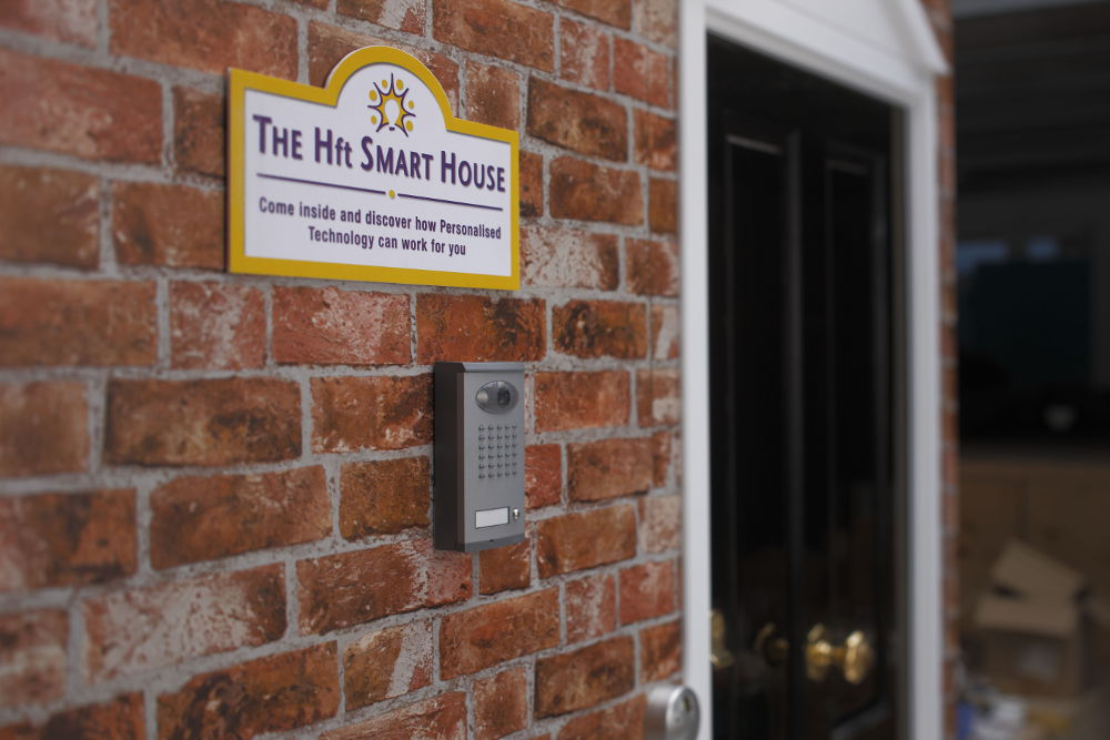 Image of a sign welcoming people to the Hft Smart House